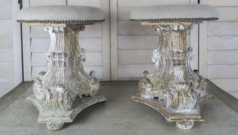 Pair of Italian Painted and Parcel-Gilt Carved Stools 1