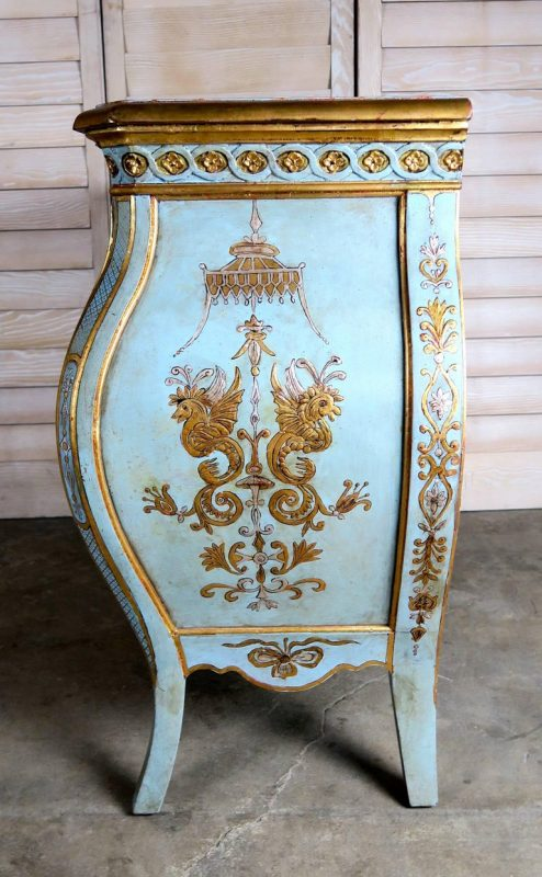 Pair of French Painted Chinoiserie Bombay Shaped Chests with Three Drawers Each 5
