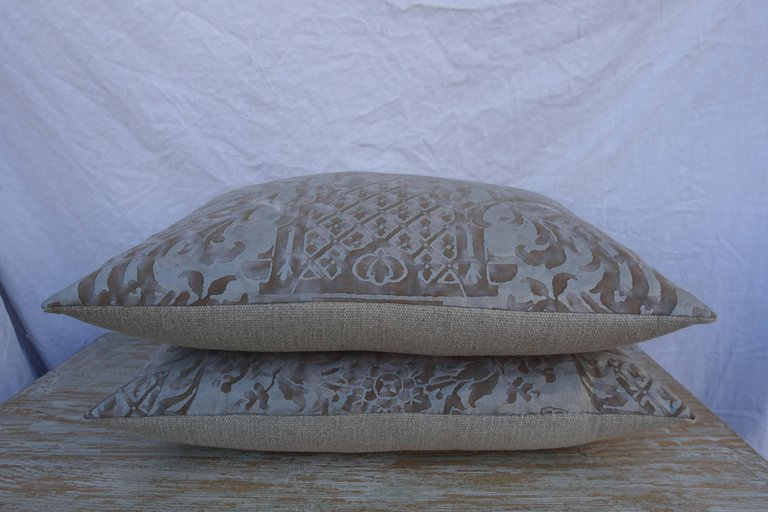 Pair of Carnavalet Fortuny Patterned Pillows 2