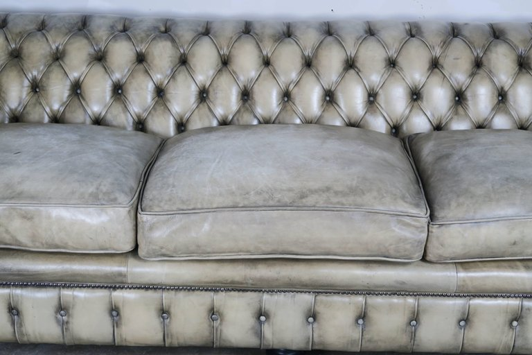 English Leather Tufted Chesterfield Sofa4