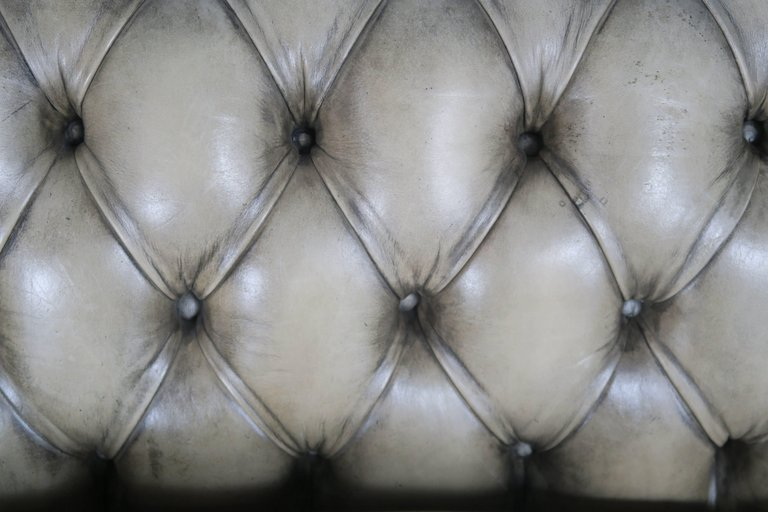 English Leather Tufted Chesterfield Sofa6