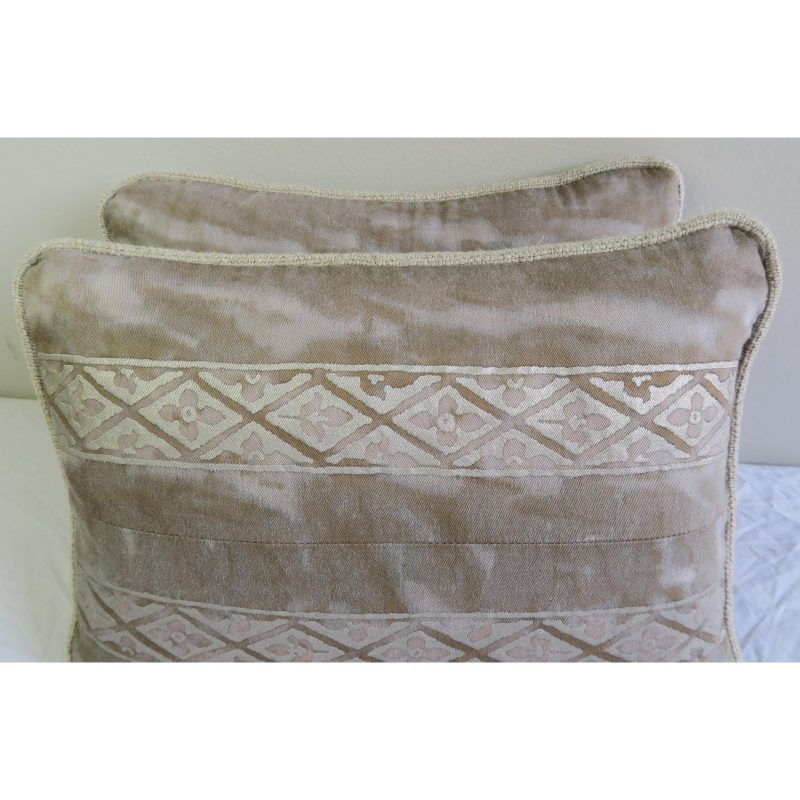 pair-of-fortuny-textile-pillows-1676 (1)