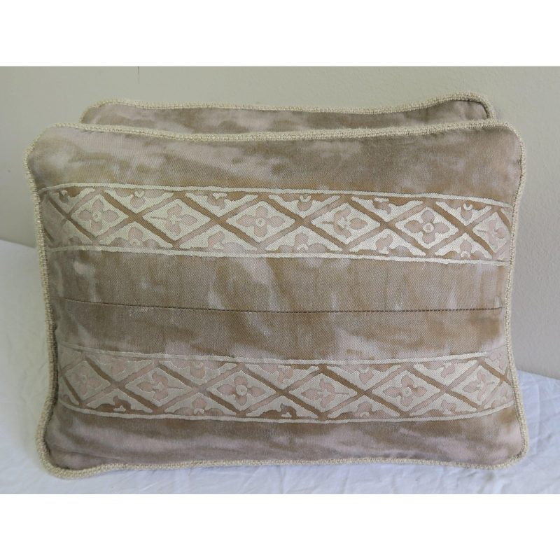 pair-of-fortuny-textile-pillows-1686 (1)