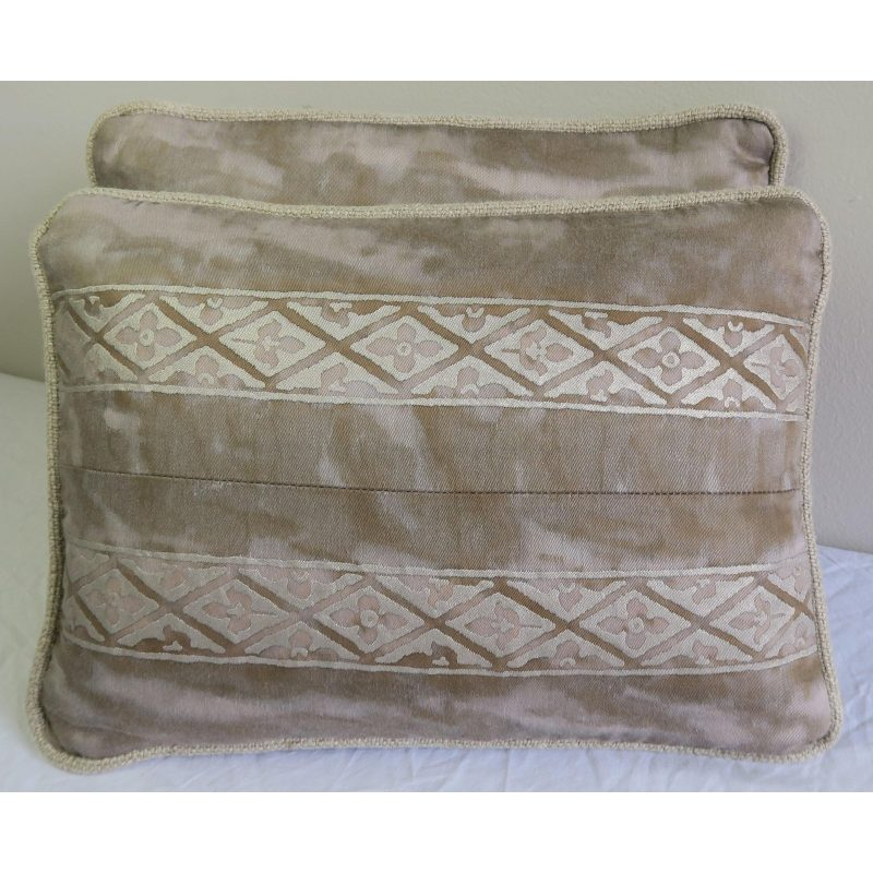 pair-of-fortuny-textile-pillows-4192 (1)