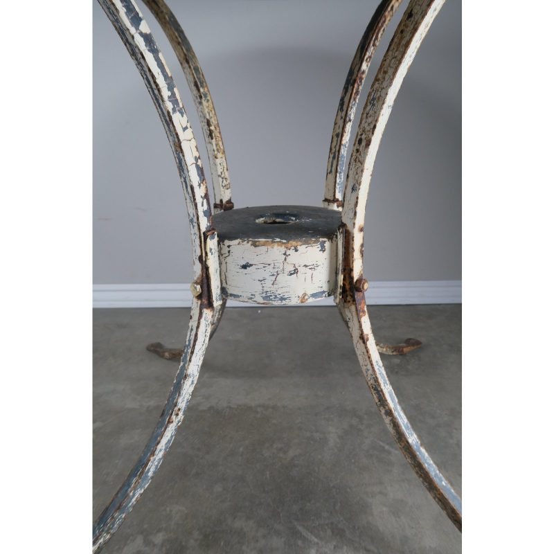 painted-metal-garden-table-6483