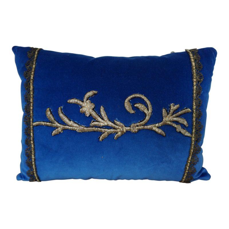 pair-of-custom-metallic-appliqued-pillows-by-melissa-levinson-9447