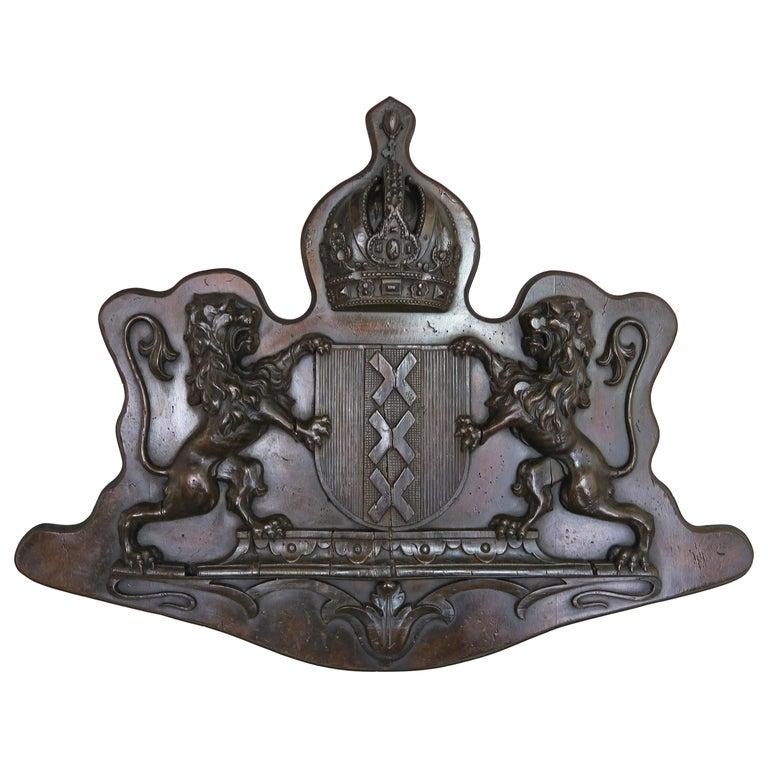 19th Century English Royal Family Crest