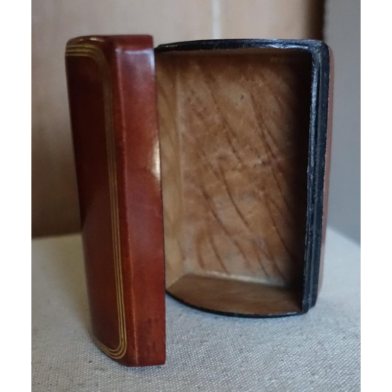 italian-leather-and-wood-box-3389