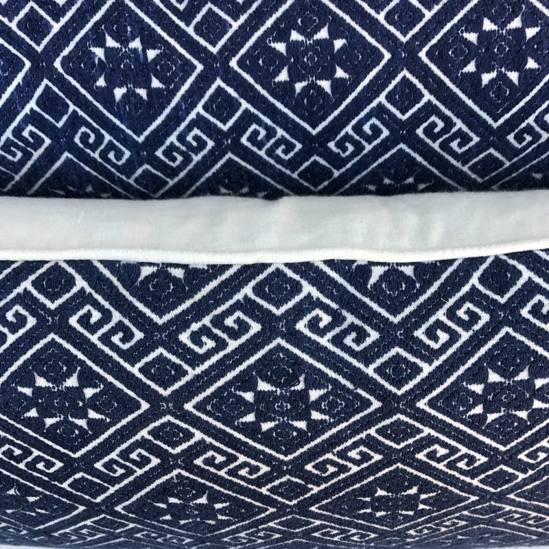 navy-and-white-woven-pillows-with-stars-a-pair-0432